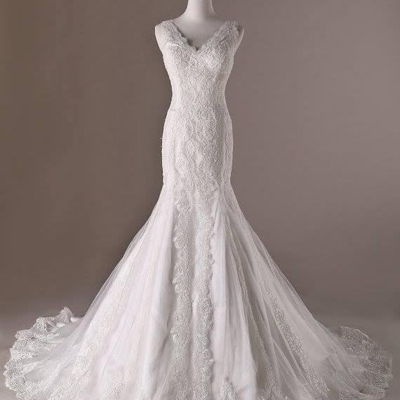 White Lace Floor Length Tulle Mermaid Wedding Dress Featuring Plunge V Bodice